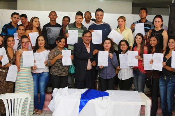 Prefeito Josemar empossa candidatos aprovados no último concurso